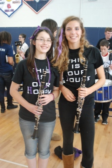 Band seniors Lisa Howes and Lilly Margolis.