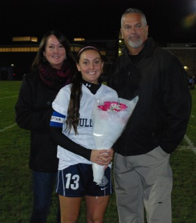 Alex Pigeon with her parents Greg and Sharon.