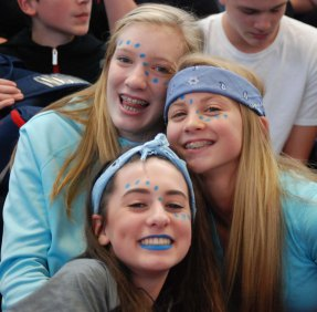 Caroline Elie, Hannah Murphy, Emma Lauria photo by Maddie Gear