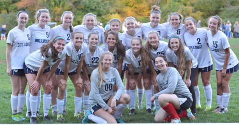 girls-soccer-team