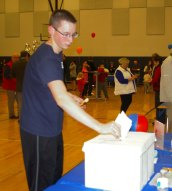 John Ellard casts his vote at Pizzapalooza. Veritas photo
